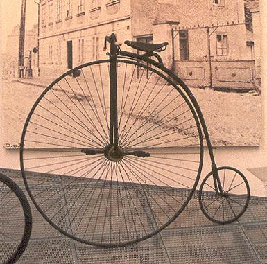 Велосипед «пенни-фартинг» в стиле XXIX века